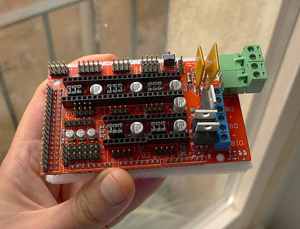 "Inexpensive ""Made in China"" RAMPS 1.4 board without stepper driver boards."
